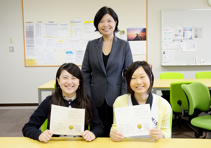 短期大学部ビジネス情報学科2年 田代 愛さんと水川 理佐さん 秘書検定準1級合格