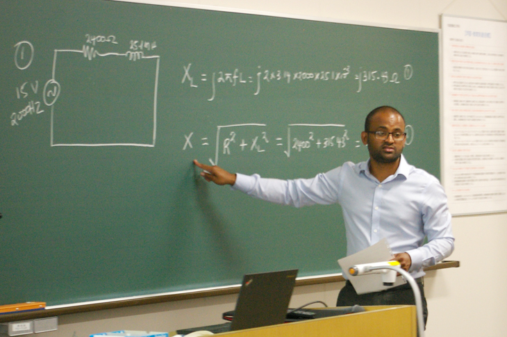 [大学院 知能機械工学専攻]外国からの招聘講師による講義を実施