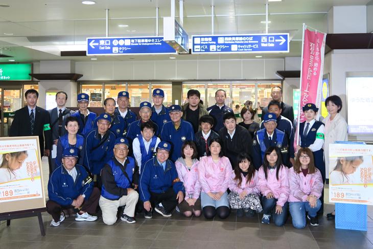 """[東部地域大学連携]JR千早駅で """"児童虐待防止"""" を呼びかけました!"""
