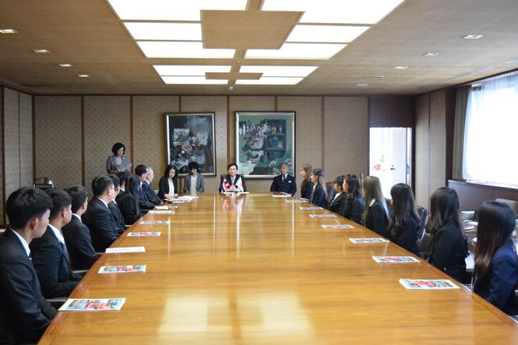キングモンクット工科大学サマープログラムの学生14名が福岡県庁を表敬訪問