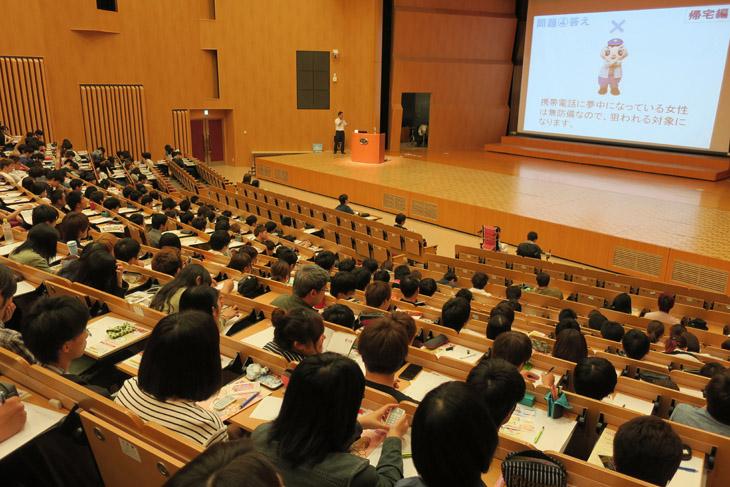 [短期大学部]福岡県東警察署生活安全課防犯係による防犯講演会を実施