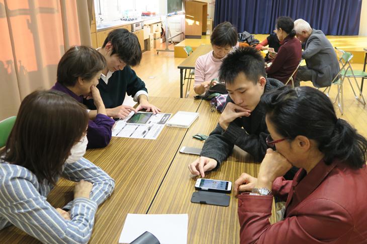 三苫校区住民安心メール登録会 情報工学部の学生3名がボランティアとして大活躍!