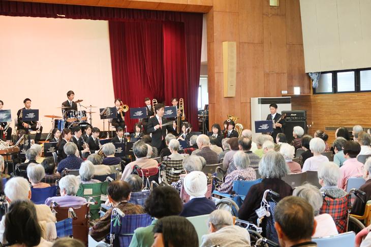 [医介学連携]介護施設「奈多創生園」で吹奏楽団による演奏会が開催されました♪