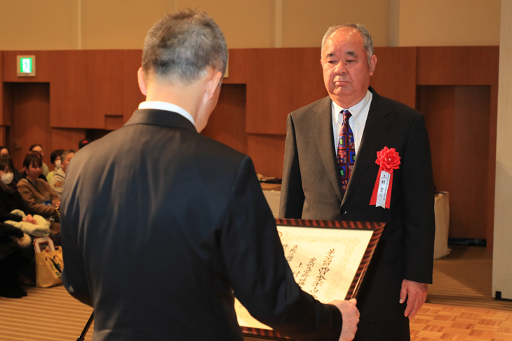 本学 法人事務局 上村賢三氏「第64回 西日本スポーツ賞」を受賞