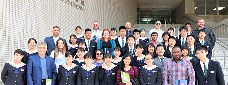 Saint Mary's College of California 経営学部Lee学部長と社会人MBA学生15名が本学と城東高校を訪問しました