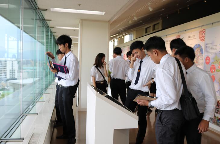 キングモンクット工科大学サマープログラムにて来訪の学生20名福岡県庁を表敬訪問